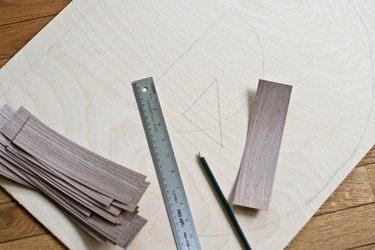 Draw a right angle triangle to line up the herringbone.