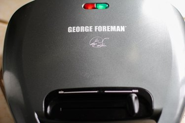 George Foreman grill with green indicator ligjht.