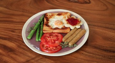 finished toad-in-hole with asparagus, tomatoes and sausage