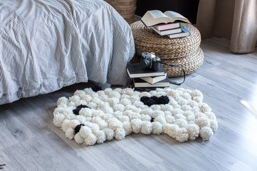 Pom-pom rug complete