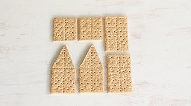 Six graham cracker pieces to build house