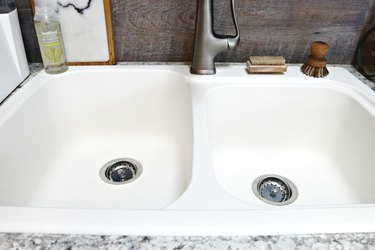 bow to clean a white sink tutorial