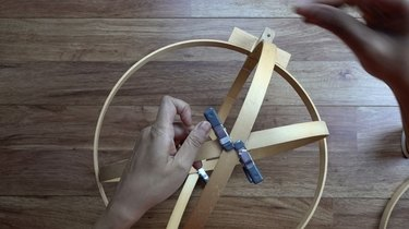 Assembling DIY orb pendant light using embroidery or quilting hoops