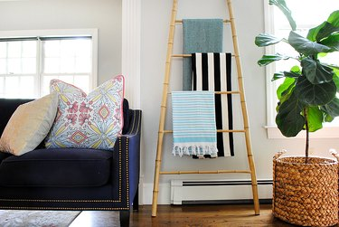 Use a bamboo ladder to fill a blank wall