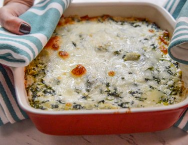How to Make Applebee's Spinach Artichoke Dip