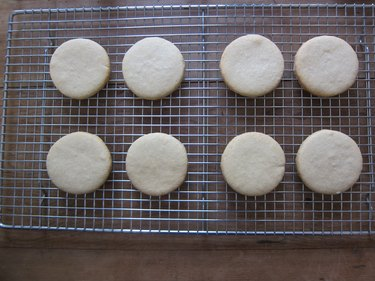 Turn out onto a cooling rack