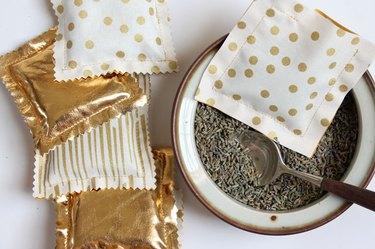 How to make homemade sachets.