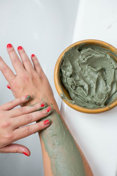 How to apply homemade body wrap gel