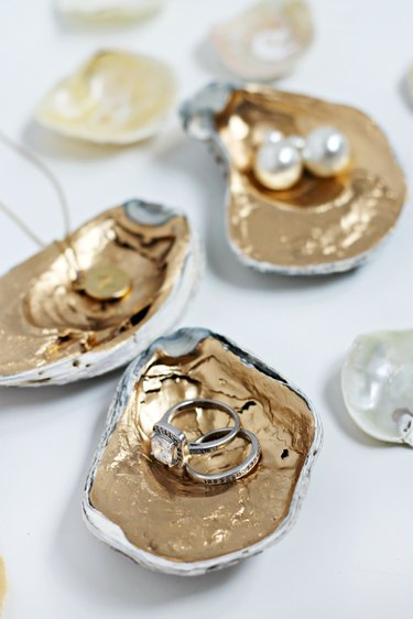 Oyster shell jewelry holder