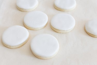 Fondant over cookies