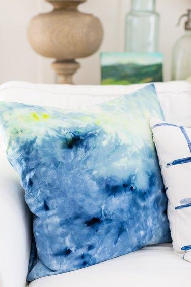Ice dye pillow