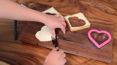 crimping the edges of the bread