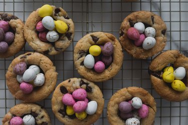 These cookie cups are the perfect sweet treat for Easter!