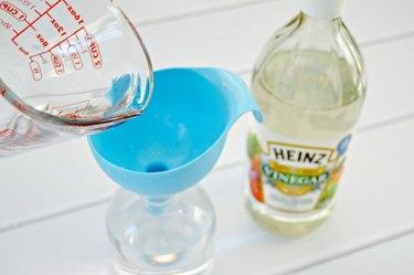 Streak-Free Window Cleaner - Vinegar