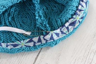 Thread elastic through casing
