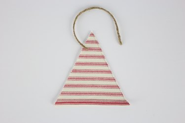 Triangles on top of each other with jute loop