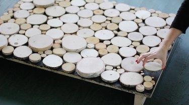 Arranging log slices on plywood
