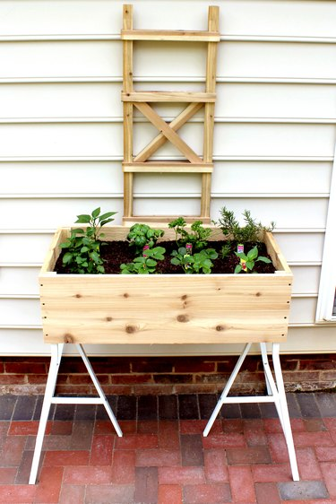 how to make an elevated garden planter tutorial