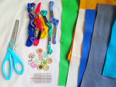 The supplies you will need to make a felt pencil case