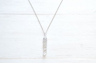 Wire wrapped crystal