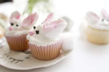 How to decorate a cute bunny cupcake