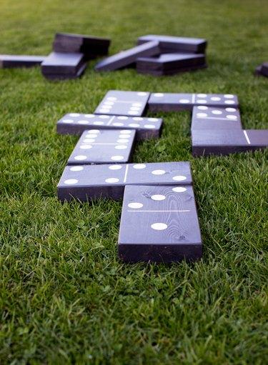 Lawn dominoes