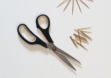 Trim ends of sixteen toothpicks.