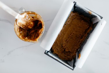 Spread the caramel over the frozen chocolate layer.