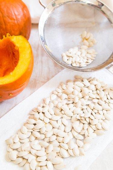 drying pumpkin seeds before roasting