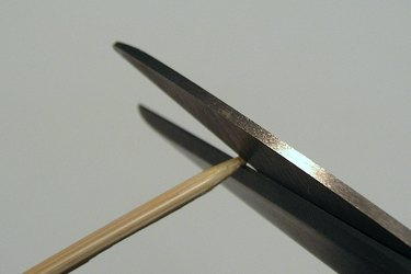 Cutting tip of bamboo skewer