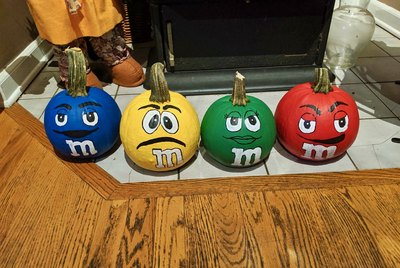 Crafty Pumpkin Spotlight: Diane Fernandez's M&M's Pumpkins