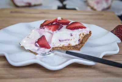 Strawberries & Cream Pie with Biscoff Crust Recipe