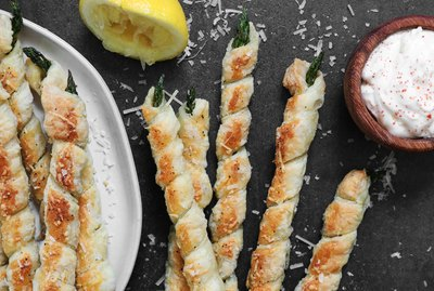 Garlic Parmesan asparagus twists