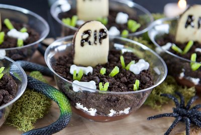 DIY Graveyard Pudding Cups
