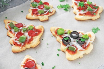 Mini Christmas tree pizzas