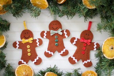 DIY felt gingerbread ornaments