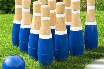 Backyard bowling set in blue.