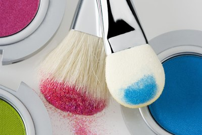 Make-up with brushes