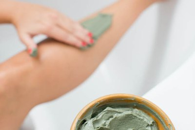 Applying a Homemade Body Wrap Slimming Gel