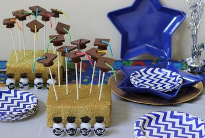 How to make graduation cap chocolate pops.
