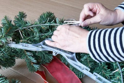 Attaching wreath to plastic hanger