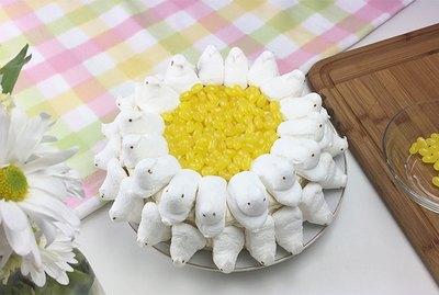 daisy peep cake
