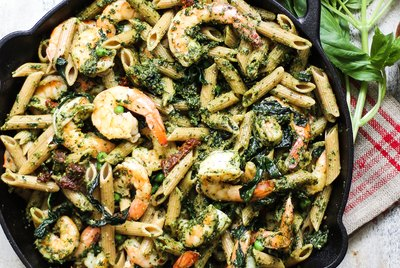 Healthy One Pot Meal: Whole Wheat Shrimp Pasta with Kale Pesto