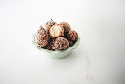 You can easily make delicious home-made Donut Holes from Pancake Mix.