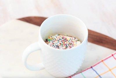 funfetti mug cake with sprinkles