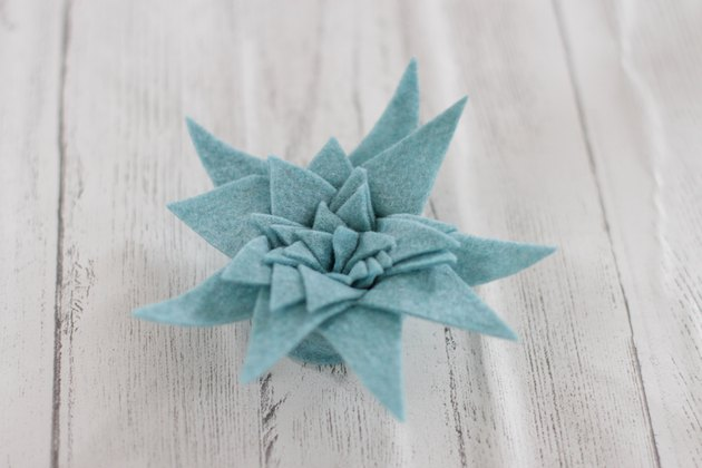 Felt succulents are not only full of color, texture and unique character, but they are a cinch to make.