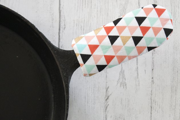 Protect your hands the next time you pull your fiery, red-hot creation out of the oven by using a handy-dandy skillet handle cover that you made yourself.