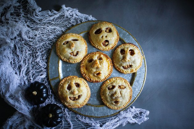 Shrunken head apple pies