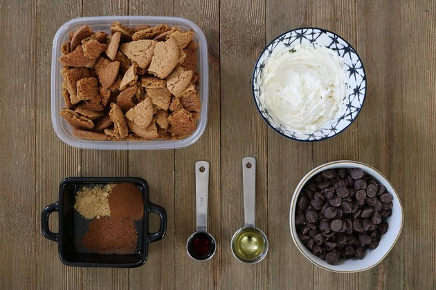 Ingredients for gingersnap cookie truffles