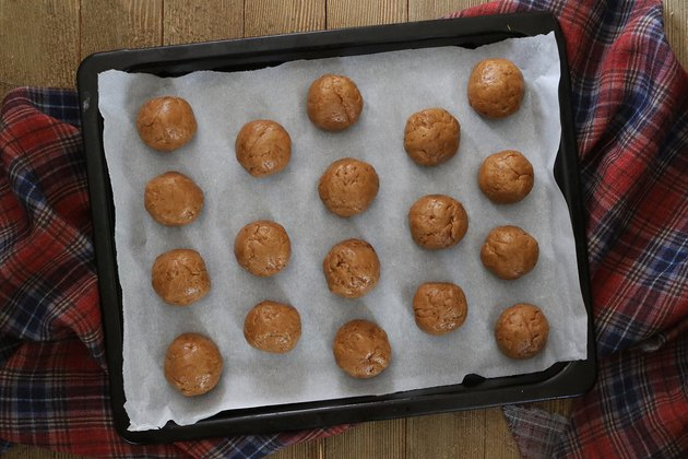 Chill gingersnap truffles